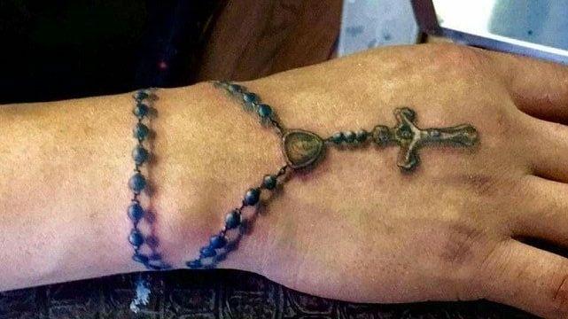 croix dans la main 6