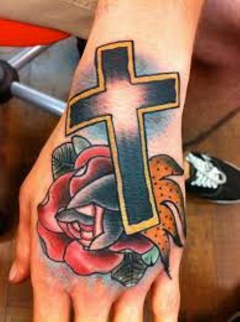 croix dans la main 9