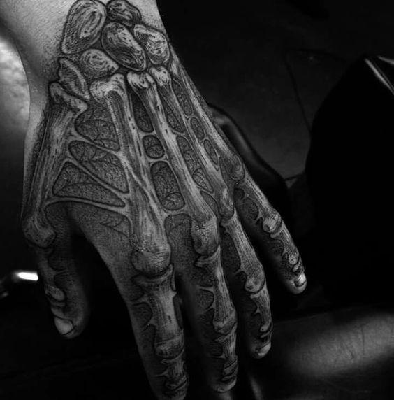 dans la main squelette 4