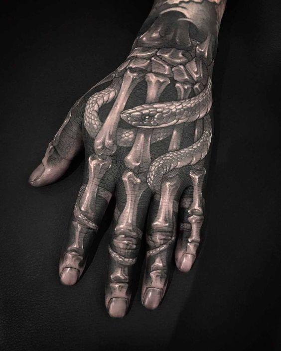 dans la main squelette 8