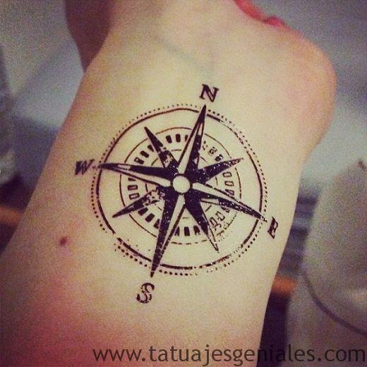 tatouages rose femme nautique 1