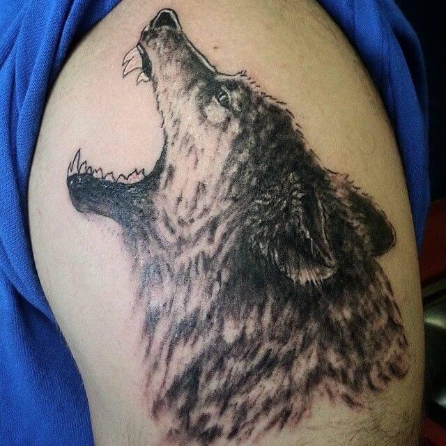 Tatouages de loup à l'épaule 1