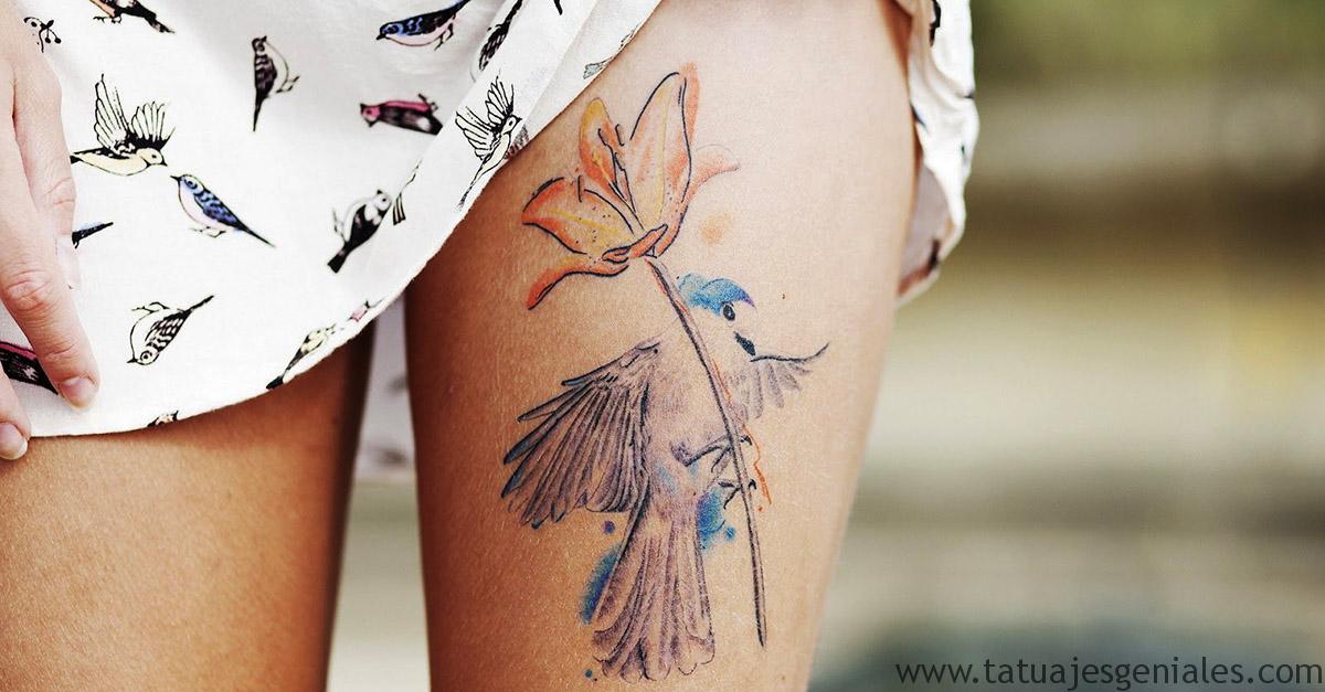 tatouage oiseau et couvre-jambe fleur