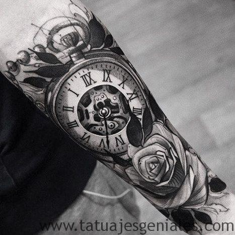 montre de tatouage avec des roses 2