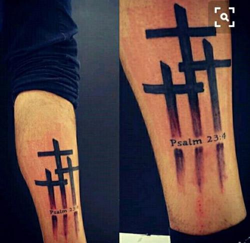 tatouage croix calvaire