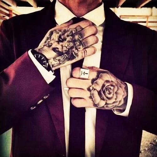 tatouages hommes main 1
