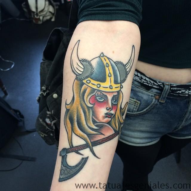 tatouages viking femmes 4
