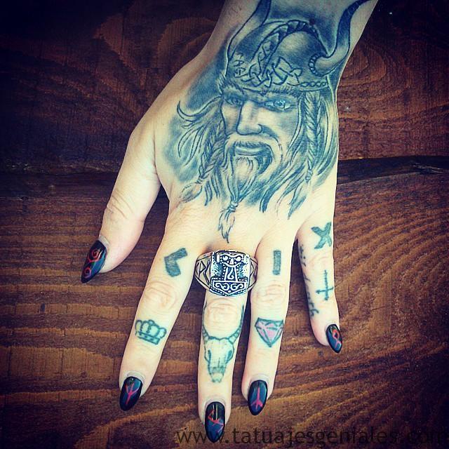 Tatouages Viking femmes 7