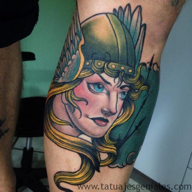 Tatouages femmes viking 2