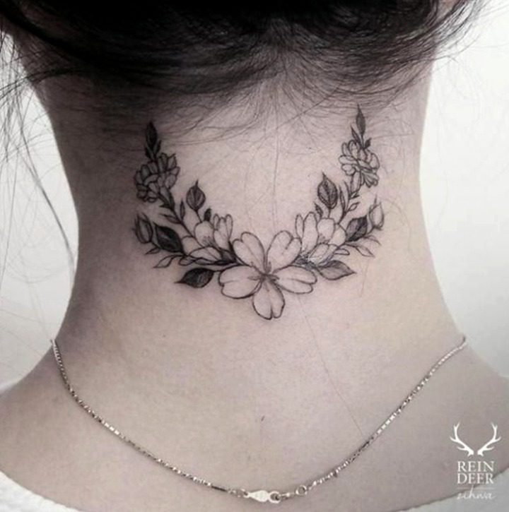 Tatouages de nuque pour les femmes