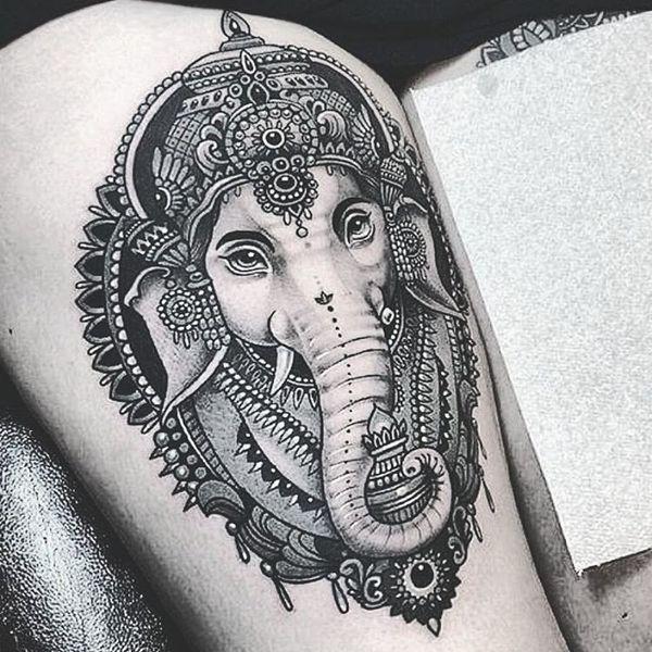 9 Tatouage de tête d'éléphant séduisant sur la cuisse