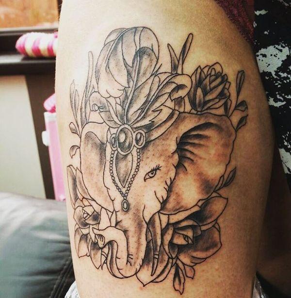 11 Adorable éléphant noir et gris sur l'avant-bras