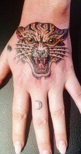 Le tatouage du tigre de Kesha