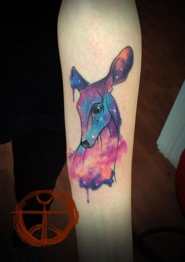 Tatouage avant-bras de cerf coloré
