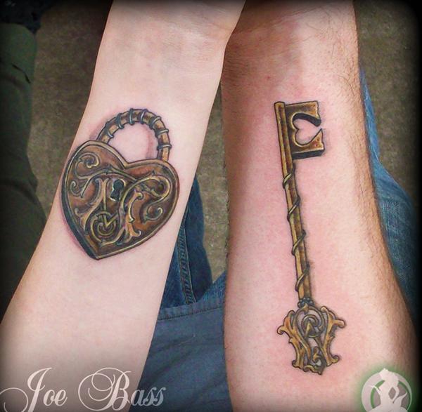 serrure et clé match tatouage