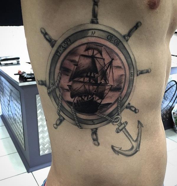 Tatouage côté bateau pour homme-67