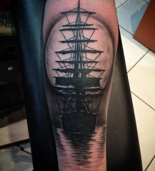 Bateau avec tatouage de lune-68