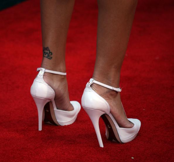 Tatouages Rihanna Crâne